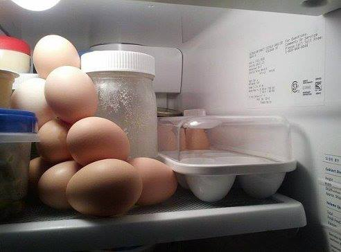 Ако помолиш мъж да подреди яйцата в хладилника ...