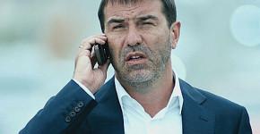 мъж с телефон